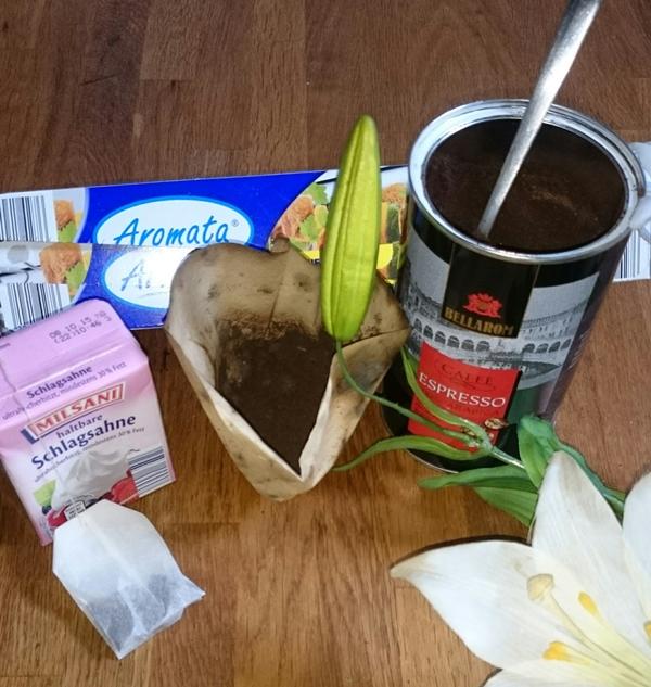 Last Minute straffe Haut: Überbraustes Kaffepulver, Espresso-Pulver, 1 Beutel grüner Tee, Sahne und Frischhaltefolie