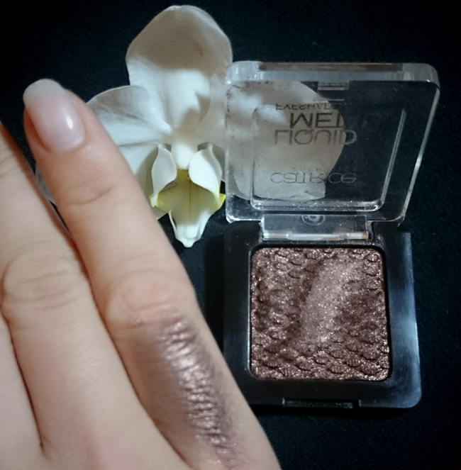 """Liquid Metal"" von Catrice, Nuance 090 ""Nougat it Right"""