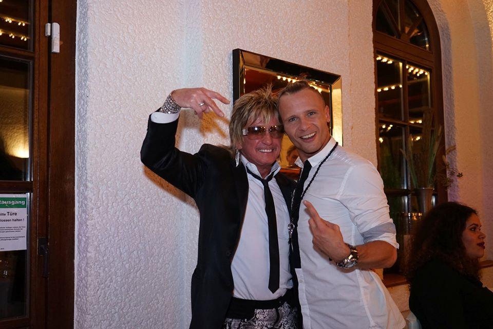 Bert Wollersheim (links) mit Tänzer Emil Kusmirekt. Foto: Niko Lemonidis